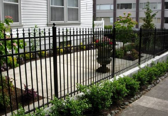 ornamental-aluminum-fence-2