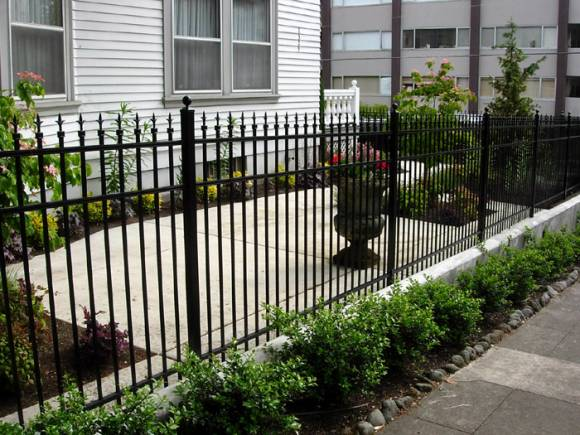 How To Choose The Best Aluminum Fence For Your Homefw Real Estate | Fw Real  Estate