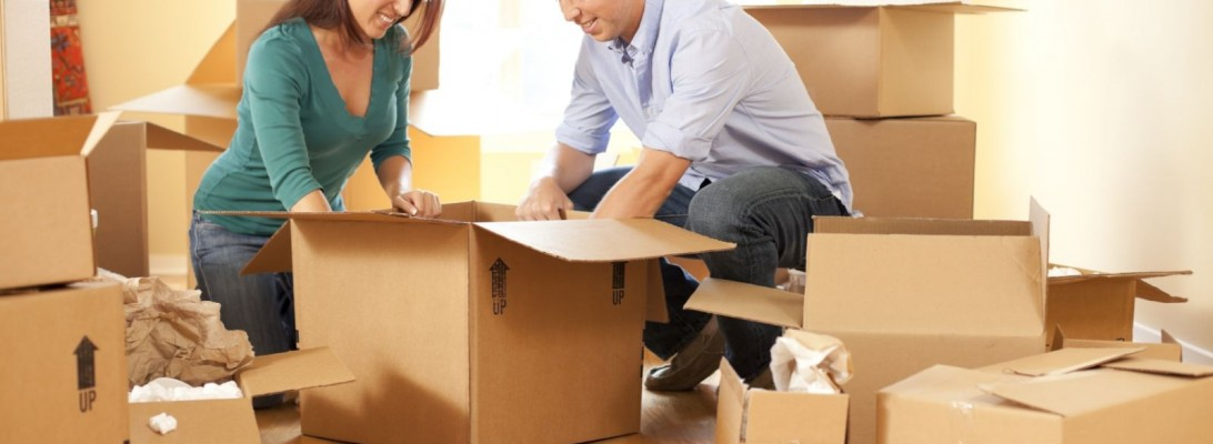 couple-moving-house